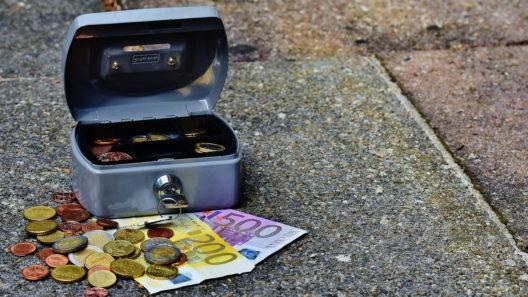 כסף על הרצפה